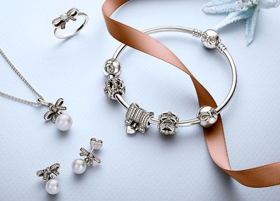 pandora-winter-2015-delicate-sentiments-dainty-bow-bangle